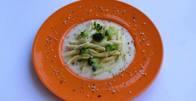 Strozzapreti con broccoletti su crema Taleggio