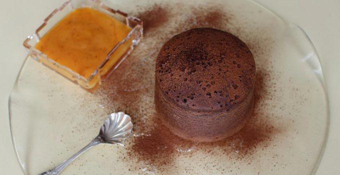 Pudding al cioccolato con salsa di cachi